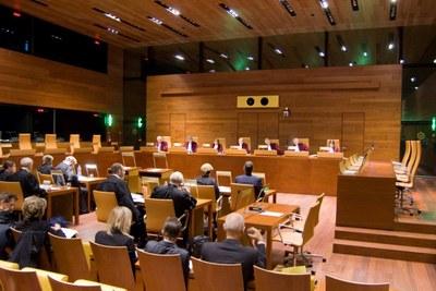 Hård ton mellan domstolarna i Luxemburg och de nationella rättsinstanserna
